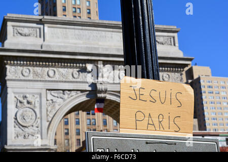 New York, USA. 15th Nov, 2015. Signs of solidarity with Paris in Washingtonn Square Park, New York City. Credit: - Stock Photo