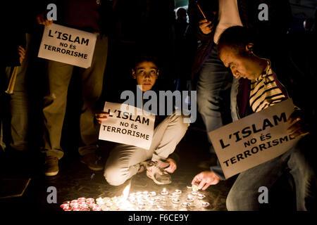 Barcelona, Catalonia, Spain. 16th Nov, 2015. In Barcelona, Spain, several muslim organizations have gathered to - Stock Photo