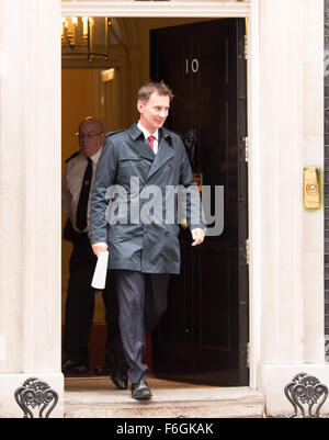 Downing Street, London, UK. 17th Nov 2015. Jeremy Hunt MP, UK Health Secretary leaves Downing Street after a Cabinet - Stock Photo