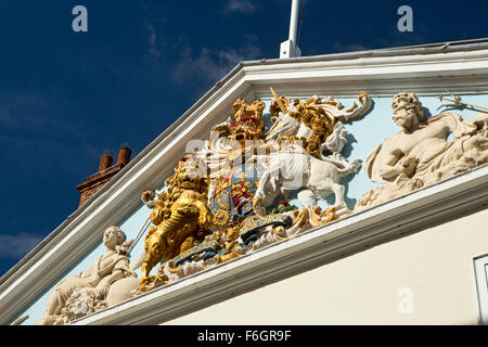 UK, England, Yorkshire, Hull, North Church Side, royal coat of arms on Trintity House, headquarters of British Lighhouses, - Stock Photo