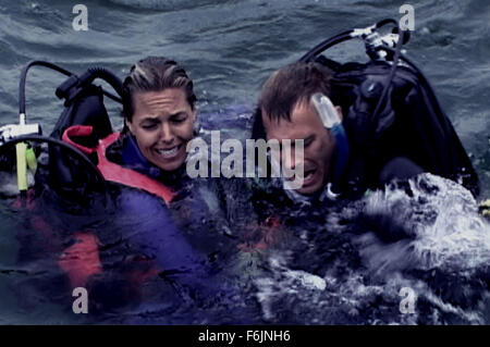RELEASE DATE: August 20, 2004. MOVIE TITLE: Open Water. STUDIO: Lions Gate Films. PLOT: A couple on a holiday in - Stock Photo