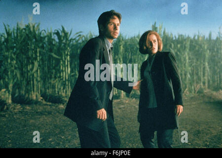 RELEASE DATE: June 19, 1998. MOVIE TITLE: The X-Files: Fight the Future. STUDIO: 20th Century Fox. PLOT: With problems - Stock Photo
