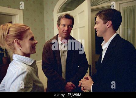 Dec 08, 2004; Los Angeles, CA, USA; Dan Foreman (DENNIS QUAID, center) introduces his new boss, Carter Duryea (TOPHER - Stock Photo