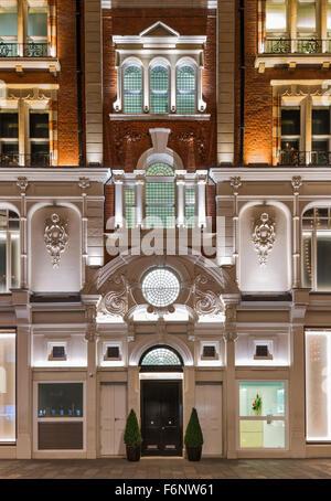 Floodlit retained facade at 50 Hans Crescent, Knightsbridge London. - Stock Photo