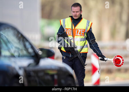 Aachen, Germany. 18th Nov, 2015. A police officer patrols a car on the Autobahn 44 near to the border in Belgium - Stock Photo