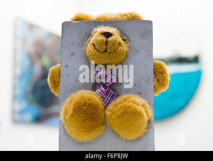 Hamburg, Germany. 18th Nov, 2015. A stuffed bear hangs on the wall from artist Clyde Knowland at the Affordable - Stock Photo