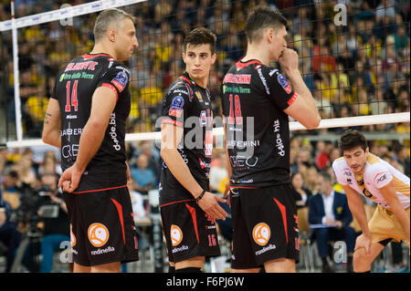 Lodz, Poland. 18th November, 2015. Klemen Cebulj (C) of Cucine Lube Civitanova pictured during the game against - Stock Photo