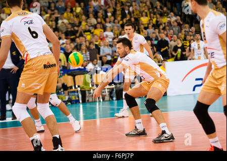 Lodz, Poland. 18th November, 2015. Michal Winiarski of PGE Skra Belchatów receives the ball during game against - Stock Photo