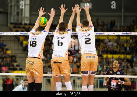 Lodz, Poland. 18th November, 2015. Team PGE Skra Belchatow blocks during the game against Cucine Lube Civitanova - Stock Photo