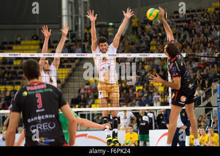 Lodz, Poland. 18th November, 2015. Facundo Conte of PGE Skra Belchatów blocks during the game against Cucine Lube - Stock Photo