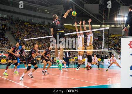 Lodz, Poland. 18th November, 2015. Ivan Miljkovic of Cucine Lube Civitanova spikes during the game against PGE Skra - Stock Photo