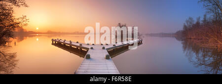 A frosty jetty on a beautiful foggy morning in winter. Photographed in the Amsterdamse Bos (Amsterdam Forest) at - Stock Photo