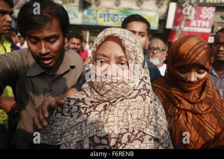 Dhaka, Bangladesh. 19th Nov, 2015. Family members of death-row war crimes convict and Jamaat leader Ali Ahsan Mohammad - Stock Photo