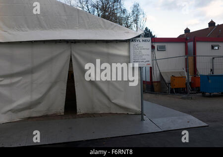 A tent for newly-arrived asylum seekers at the Landesamt für Gesundheit und Soziales (LaGeSo), the Berlin administration - Stock Photo
