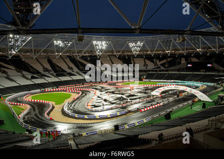 London, UK. 19th Nov, 2015. General picture of The Stadium is seen during The Race of Chamipons event at Queen Elizabeth - Stock Photo