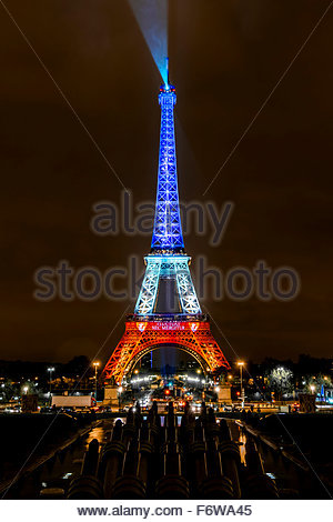 Paris, France. 18th November, 2015. Paris, Eiffel Tower. French tributes to the victims of the terrorist attacks - Stock Photo