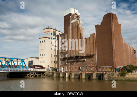 UK, England, Yorkshire, Hull, Clarence Flour Mill beside River Hull being demolished to built Raddisson Blu Hotel - Stock Photo