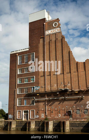 UK, England, Yorkshire, Hull, Clarence Flour Mill beside River Hull being demolished to built Radisson Blu Hotel - Stock Photo
