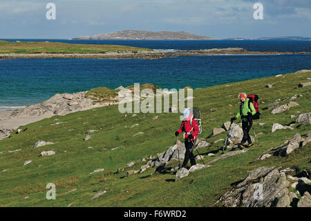 Hikers passing beach between Huisinis and Loch Crabhadail, Harris, Lewis and Harris, Outer Hebrides, Scotland, Great - Stock Photo
