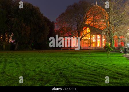 Brentford, London, UK. 20th Nov, 2015. The illuminated Great Conservatory. The Enchanted Woodland returns to Syon - Stock Photo