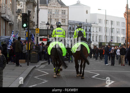 London, UK.  21st Nov, 2015. Extra police officers are drafted at Stamford bridge for the Chelsea v Norwich match - Stock Photo