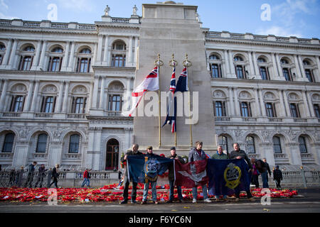 London, UK. 21st Nov, 2015. British military veterans pay their respects in front of the Cenotaph in Whitehall before - Stock Photo