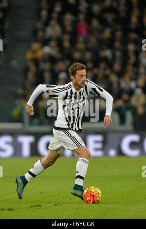 Turin, Italy. 21st Nov, 2015. Serie A Football. Juventus versus AC Milan. Claudio Marchisio on the ball Credit: - Stock Photo