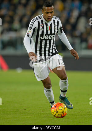 Turin, Italy. 21st Nov, 2015. Serie A Football. Juventus versus AC Milan. Alex Sandro on the ball Credit:  Action - Stock Photo
