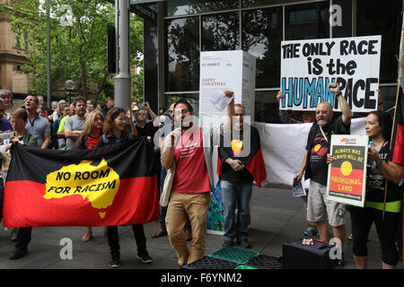 Sydney, Australia. 22nd November 2015. Pictured: Counter-protesters who say they are against 'racism' and 'Islamophobia'. - Stock Photo