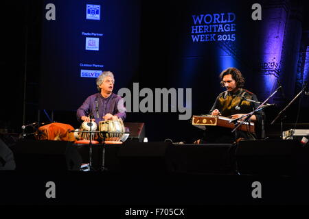 Ahmedabad, India, 21st Nov, 2015. The sounds of tabla, santoor and kartal melted effortlessly with keyboard, guitar - Stock Photo