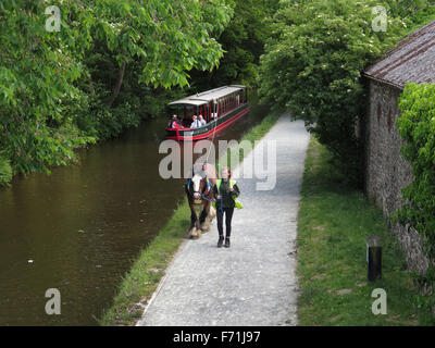 Horse drawn canal boat on the LLangollen Canal,  Wales. - Stock Photo