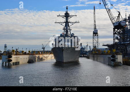 US Navy destroyer DDG-95 USS James Williams preparing for dry dock in 2015 at the Norfolk Ship Yards - Stock Photo