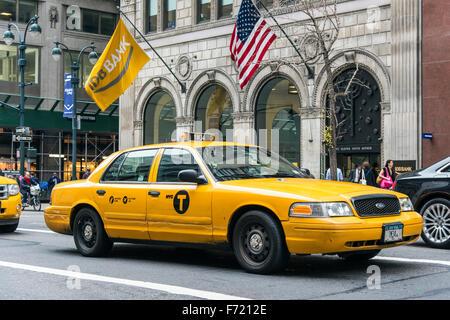 Yellow taxi cab, Fifth Avenue, Manhattan, New York, USA - Stock Photo