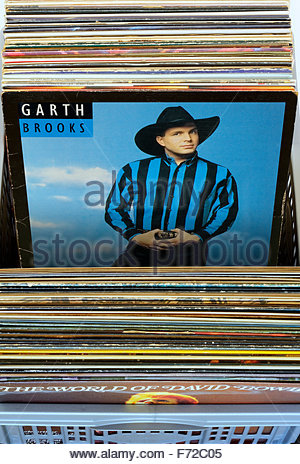 Garth Brooks 1991 3rd album Ropin' the Wind, albums in a box of second-hand LP records, England - Stock Photo