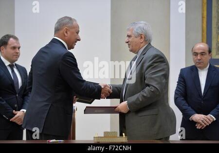 Tehran, Iran. 23rd Nov, 2015. Vnesheconombank (VEB Bank) Chairman Vladimir Dmitriev (2nd L) and Iran's Central Bank - Stock Photo