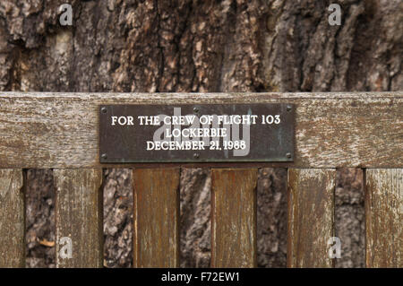 Lockerbie PanAm103 In Rememberance Memorial Benches round tree, Kew Gardens - Stock Photo