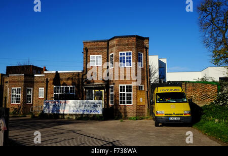 The Lodge building, Tower Hamlets Cemetery Park, East London - Stock Photo