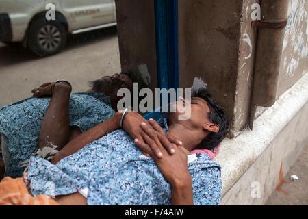 DHAKA, BANGLADESH 17th November: A man sleeping beside road in Old Dhaka on November 17, 2015. Old Dhaka is a term - Stock Photo