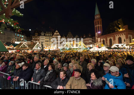 Frankfurt, Germany. 25th November, 2015. Many people have gathered for the opening of the traditional Christmas - Stock Photo