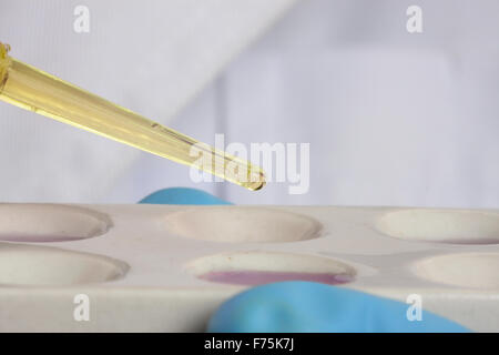 Analysing chemical reactions in spot plate - Stock Photo