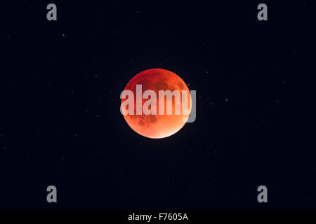The total eclipse of the Moon of September 27, 2015, in closeup through a telescope, at mid-totality with the Moon - Stock Photo