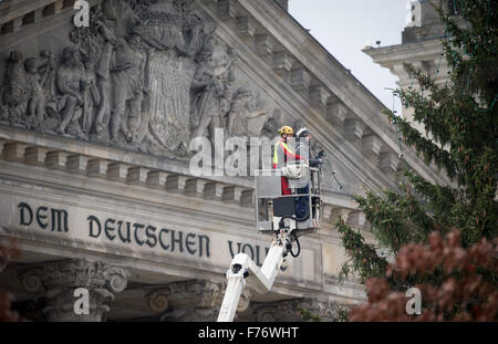 Berlin, Germany. 26th Nov, 2015. The Christmas tree in front of the Reichstag building is decorated with a string - Stock Photo