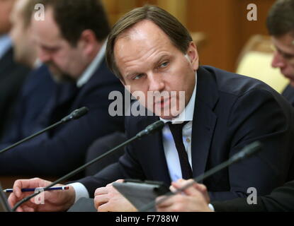 Moscow, Russia. 26th Nov, 2015. Russia's Minister for North Caucasus Affairs Lev Kuznetsov attends a meeting of - Stock Photo