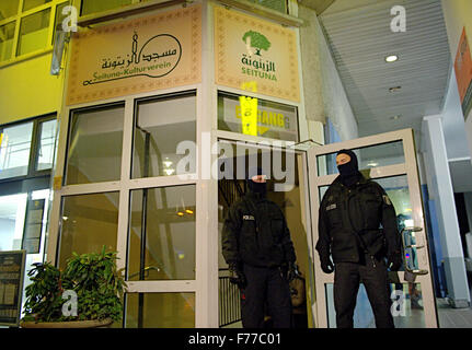 Berlin, Germany. 26th Nov, 2015. Special forces of the police secure the entrance to the Seitona Kulturverein (lit. - Stock Photo