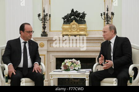 Moscow, Russia. 26th Nov, 2015. France's President Francois Hollande (L) and Russia's President Vladimir Putin during - Stock Photo