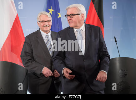 Berlin, Germany. 26th Nov, 2015. German Foreign Minister Frank-Walter Steinmeier (SPD, r) with Polish Foreign Minister - Stock Photo