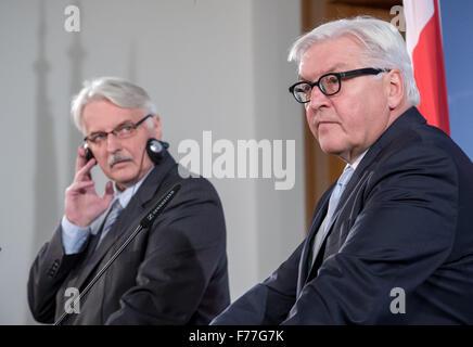 Berlin, Germany. 26th Nov, 2015. German Foreign Minister Frank-Walter Steinmeier (SPD, r) speaking next to Polish - Stock Photo