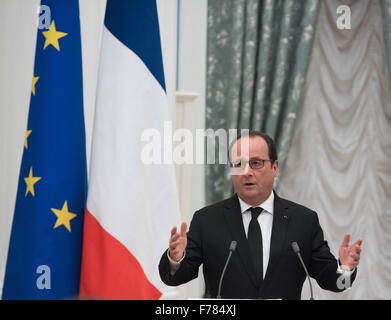 Moscow, Russia. 26th Nov, 2015. French President Francois Hollande attends a joint press conference with his Russian - Stock Photo