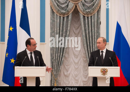 Moscow, Russia. 26th Nov, 2015. Russian President Vladimir Putin (R) and his French counterpart Francois Hollande - Stock Photo
