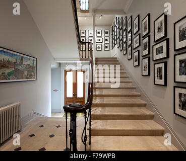 Keepers House, Royal Academy, London. Entrance hallway and staircase. Royal Academics pictured. - Stock Photo